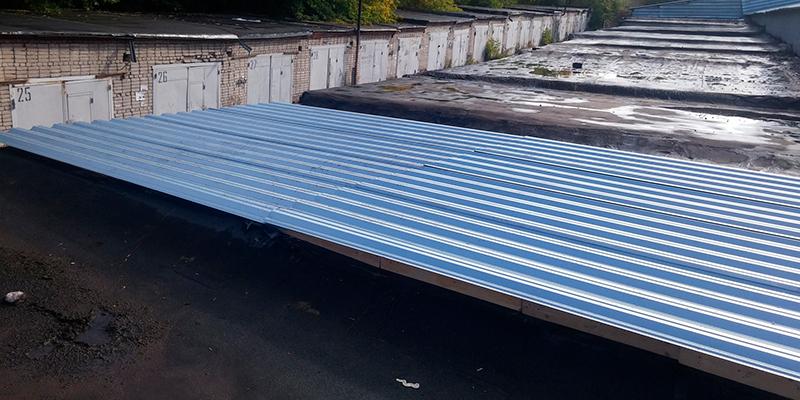 как перекрыть крышу гаража металлопрофилем своими руками