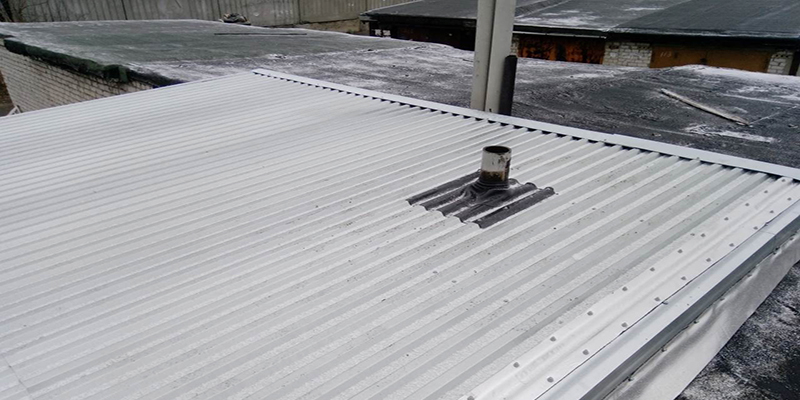 как покрыть крышу гаража железом